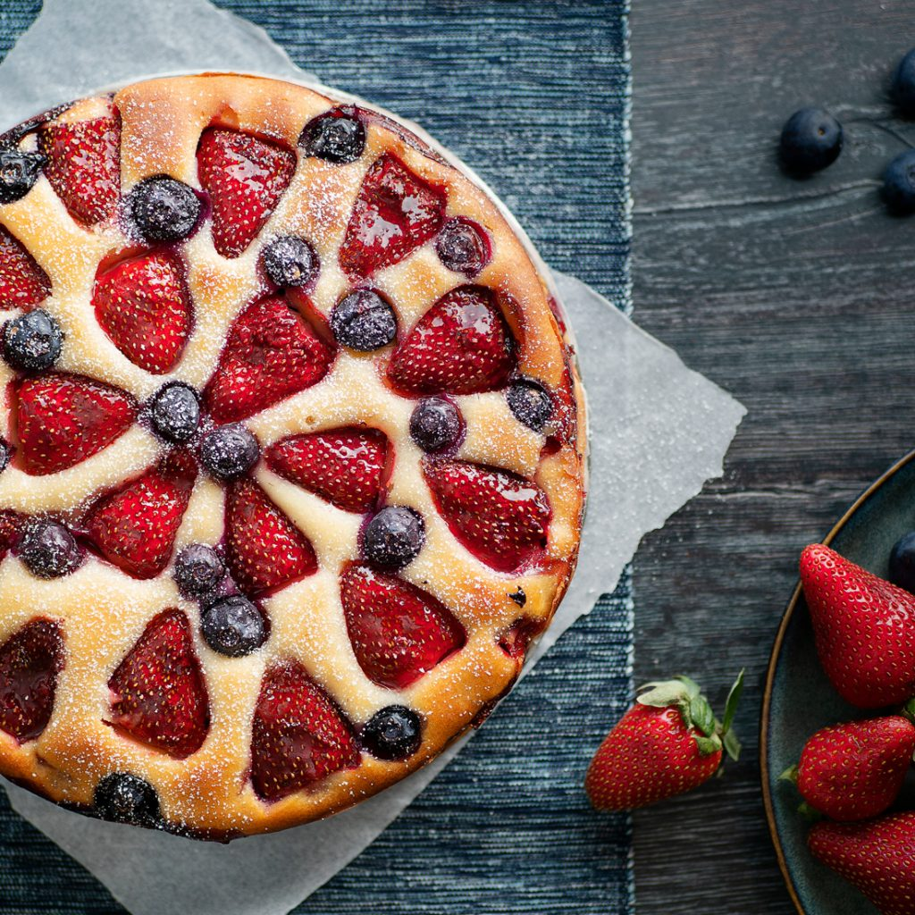 Strawberry-&-Blueberry-tort-